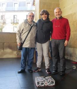 Jose Luis Saizar eta Iñaki Gurrutxaga, fa¡lauta tadleko lehendakari eta zuzendaria eta Nekane Martiarena, Abaraxkako koordinatzailea,